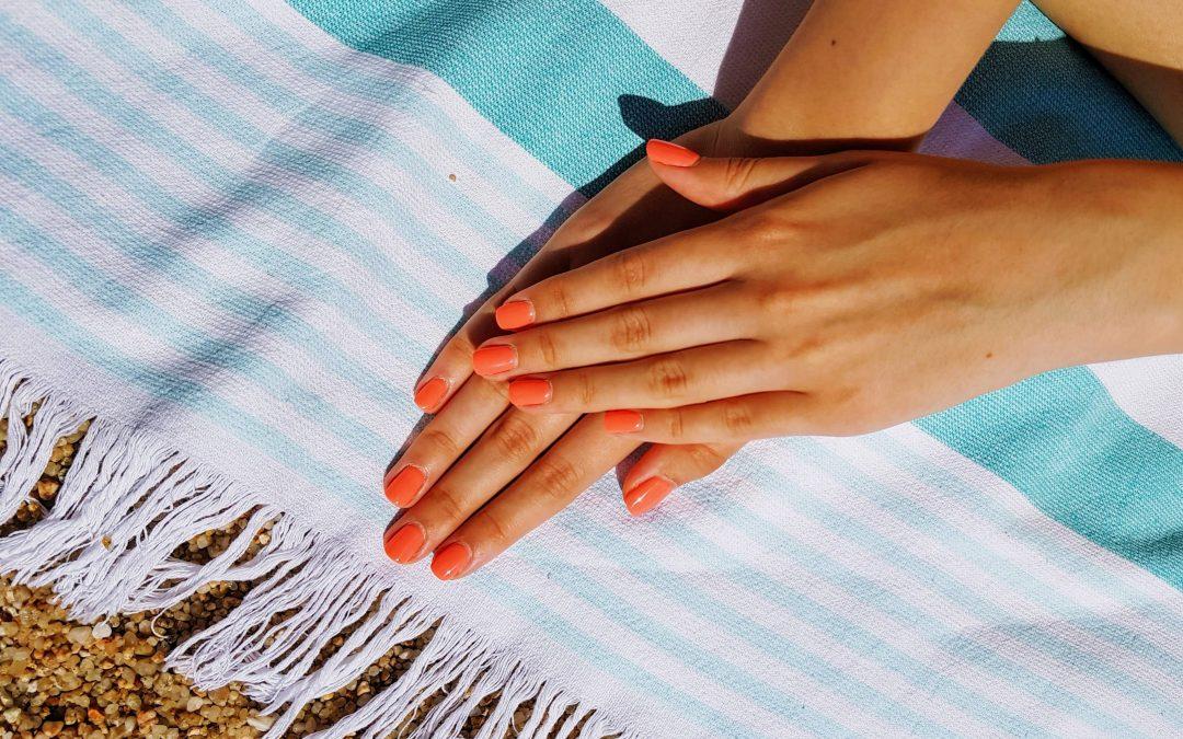 Smalto semipermanente: colori estate 2020